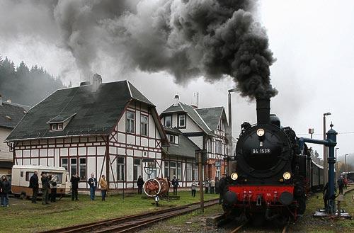Dampflokomotive 94 1538 der Rennsteigbahn an der Tränke