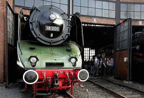18 201 - zu Gast beim 3. Dresdner Dampfloktreffen im April 2011