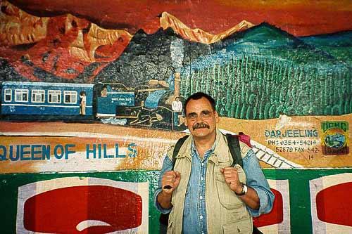 Unser Autor Helmut Möller vor der Abfahrt in New Jaipalguri