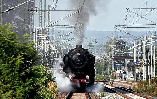 Die liebevoll 'Else' genannte Dampflok 52 8038 nimmt Fahrt auf!