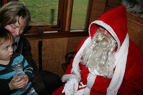 Respekteinflössend - der Nikolaus im Museumszug