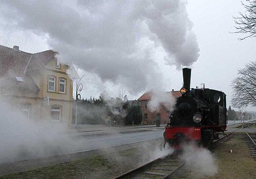 Viel Dampf beim Umsetzen der Lokomotive in Asendorf.