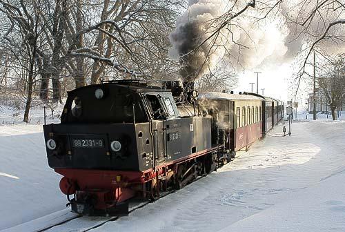 Mit der Rauchkammer nach hinten verläßt Molli den Bahnhof Bad Doberan