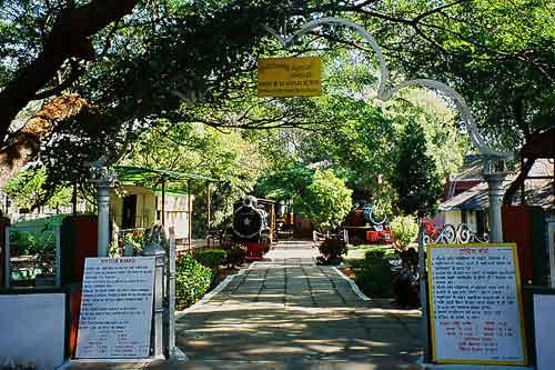 Eingang des Eisenbahn Museums im südindischen Mysore