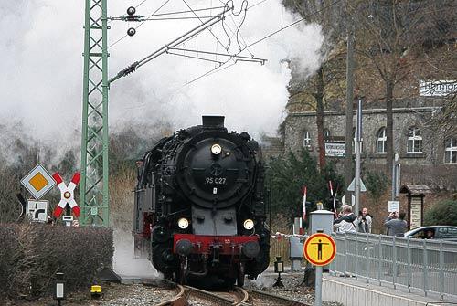 Die Bergkönigin 99 027 im Bahnhof Rübeland