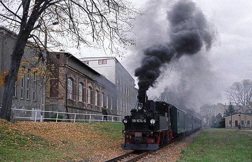 99 1574 - die sächsiche IV K beim Halt in Oschatz-Südbahnhof