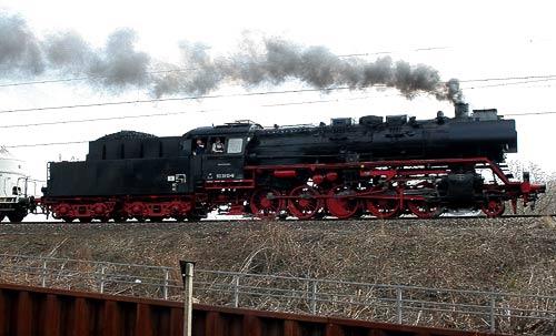 Volldampf - 50 3610 vor einem Güterzug