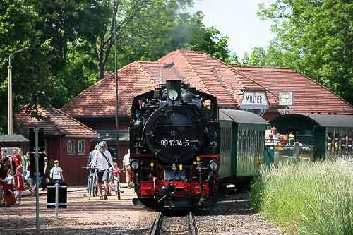 Dampfzug der Weisseritztalbahn im Bahnhof an der Talsperre Malter