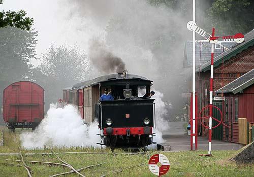 Fullsteam bei der Abfahrt von Bandholm Station