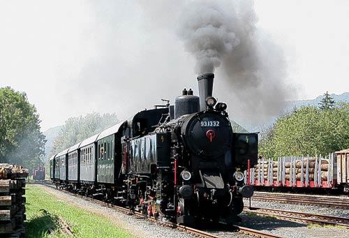 In voller Fahrt - 93.1332 mit dem Rosentaler Dampfbummelzug