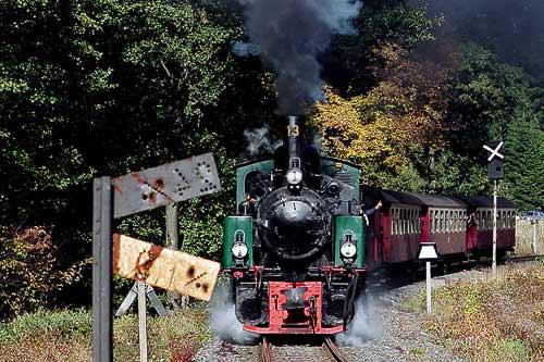 Der Brockenzug verläßt den Bahnhof von Drei Annen Hohne