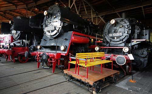 Im Ringlokschuppen reihen sich die Dampflokomotiven