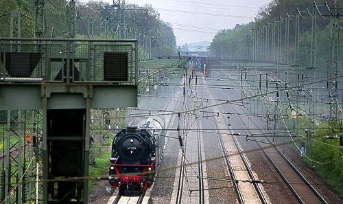 Dampflok 41 096 der Dg 41 096 auf Gleisen der DB vor Wunstorf