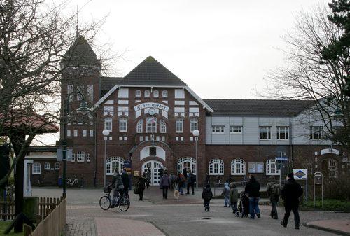 Der imposante Bahnhof von Wangerooge - bereits 1906 erbaut