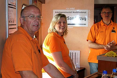 Freundlich und auf Zack - das Thekenteam von Westfalendampf.de