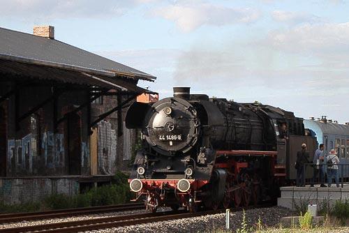 Wernigerode - der Harzexpress 'Brockenhexe' wird für die Rückfahrt bereit gestellt!