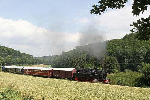 Ein schöner Zug von der Landeseisenbahn Lippe und... 92 6505 vorndran!
