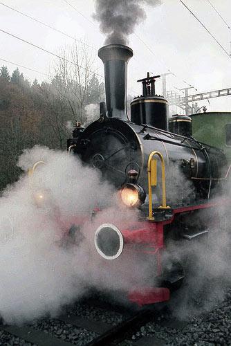 Regenglänzend - die uralte Dampflokomotive