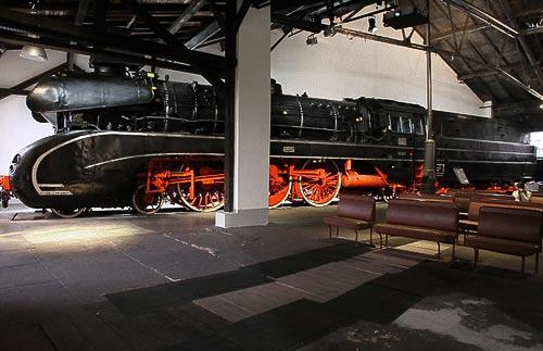 10 001 - Paradelok des Museums